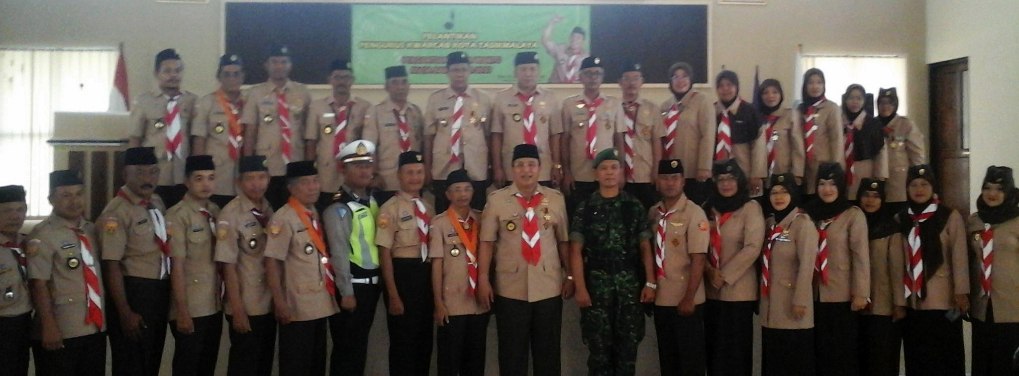 Foto Bersama Pengurus Baru Kwarcab Kota Tasikmalaya Masa Bakti 2012-2017