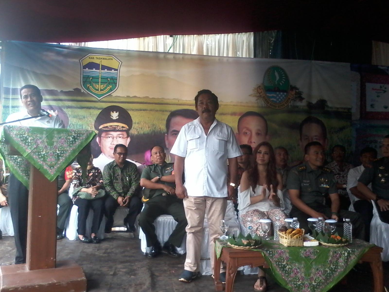 Menteri Pertanian Andi Amran dengan Ketua Gapoktan