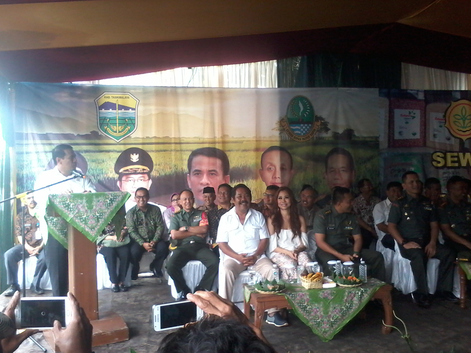 menpan andi amran sulaiman saat memberikan sambutan di launching beras organik