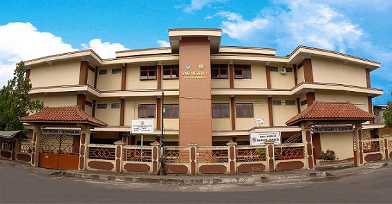 Salah satu sekolah sehat yang berlokasi di kota Tasikmalaya yaitu SMAN 1 Tasikmalaya