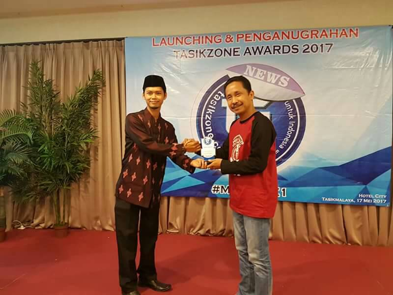Aktif Dimedsos, Anggota DPRD ini Dapat Penganugrahan Tasikzone Awards