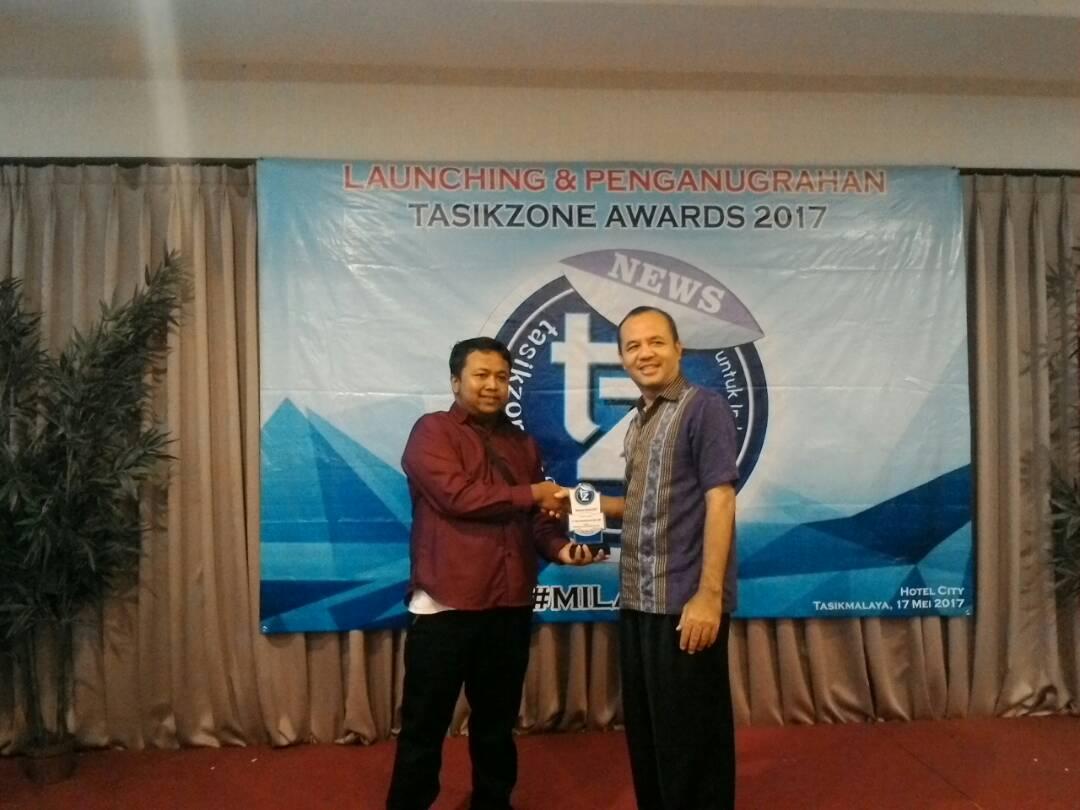 Punya Kepedulian Sosial Yang Tinggi, Heri Hendriyana Mendapatkan Penganugrahan Tasikzone Awards 2017