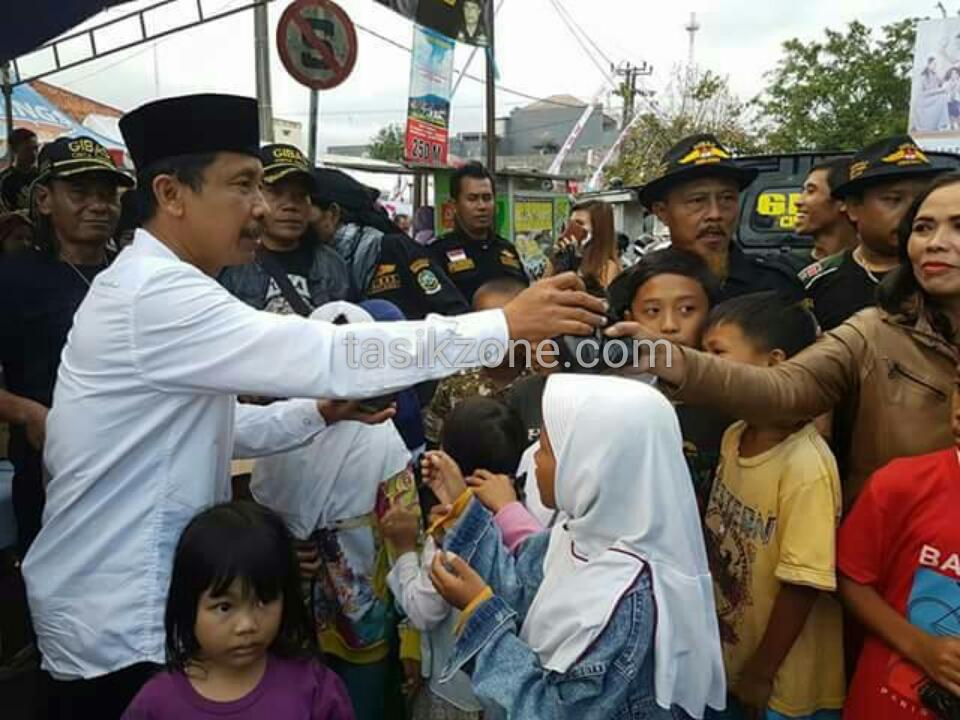 Kang Erry Purwanto Bagikan takjil Bersama Gibas Singaparna