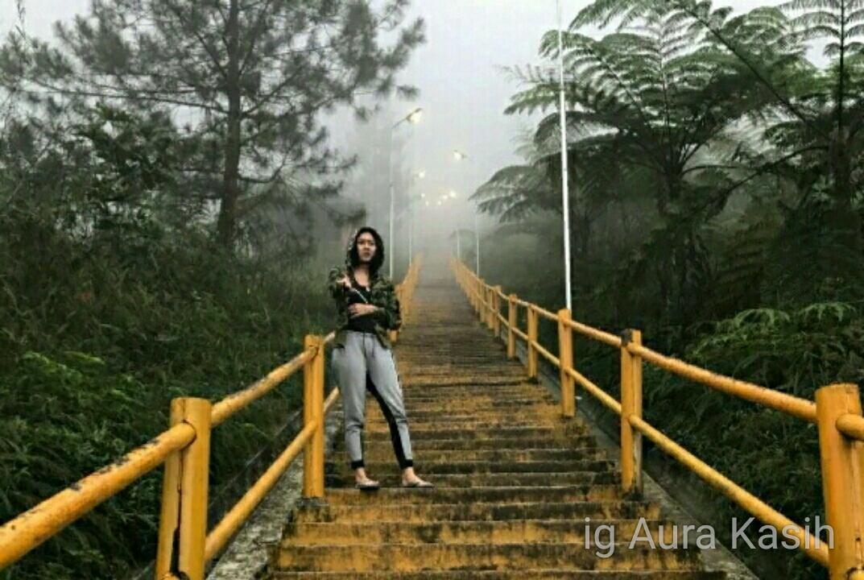 Aura Kasih Kunjungi Gunung Galunggung