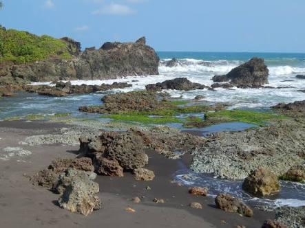 Indahnya Pesona Wisata Alam Pantai Karangtawulan