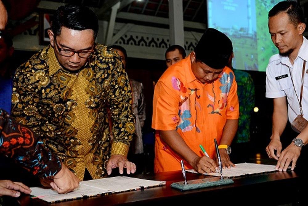 Uu Dan Ridwan Kamil MOU Bidang Smart City