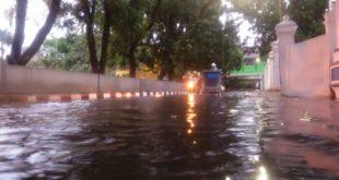 Diguyur Hujan, Jalan Alun Alun Tasik Banjir 'Cilencang'