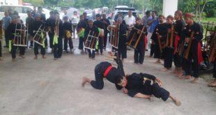 Kesenian Angklung Sered Balandongan Sambut kedatangan Dua Menteri