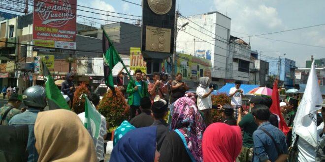 Meski Disegel Aksi Demo Tetap Berlangsung, Masa Tuntut Penutupan Permanen Ratu Paksi