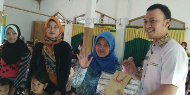 Pembagian MP ASI TIDAR Peduli Disambut Baik Warga Sukahening