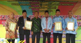 Sejumlah Tokoh Peduli Paud, Dapat Penghargaan BKPRMI Awards