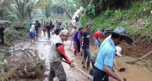 Dawagung Rajapolah Longsor, Relawan Bersihkan Tumpukan Material