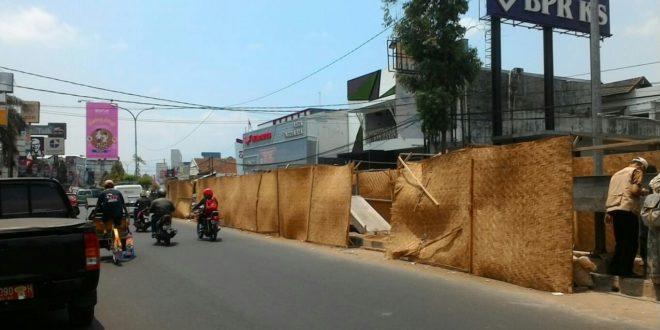 Jelang Rakor Konwil III Apeksi, Wawali Minta Penghalang Pekerjaan Median Jalan HZ Dipercantik