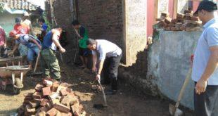 Muspika Indihiang Dan Masyarakat GotRoy Bantu Pembangunan Rumah Ambruk Akibat Hujan