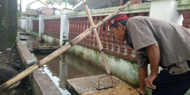 Marbot Masjid Besar Indihiang, Keluhkan Pembangunan Trotoar Asal Asalan