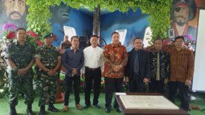 Foto Bersama Pemilik Darmaga Sunda H Dafin Bersama Walikota Tasikmalaya saat Grand Opening