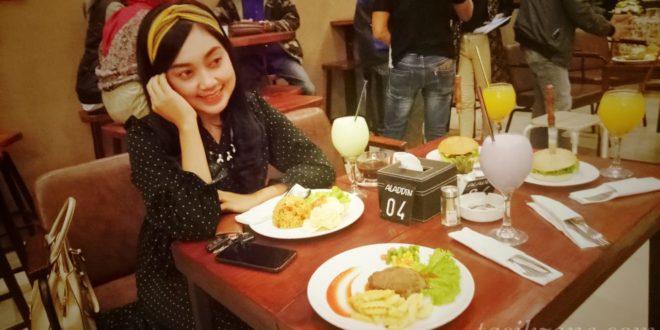 Duta Parawisata Jabar Promosikan Kopi Pasir Aladdin dan Burger Yasmin