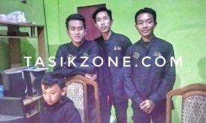 Owner D'Ice Moci Bersama Beberapa Karyawan saat ditemui tasikzone.com
