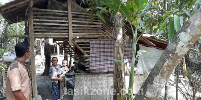 Di Ciamis, Selama 5 Tahun Keluarga Ini Hidup Di Bekas Kandang Domba