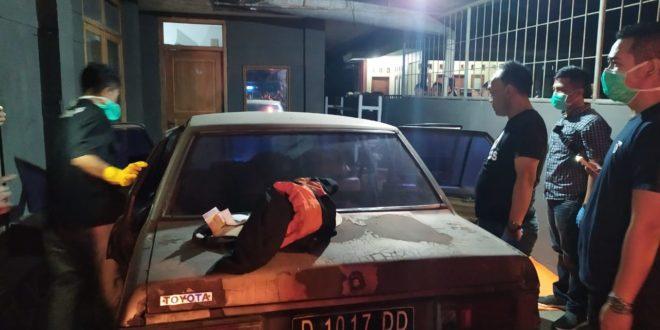 Ditemukan Mayat Didalam Mobil Sedan
