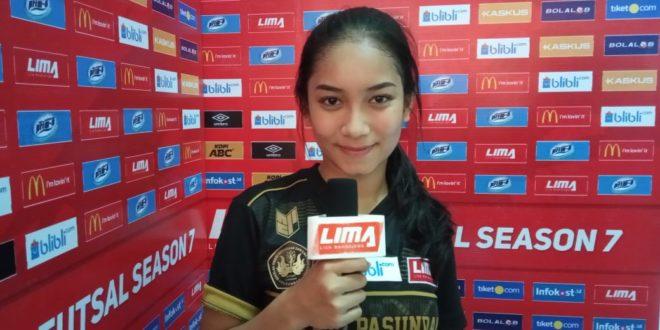 Mahasiswi Atlit Futsal Ini Mengaku Suka Bersolek Sebelum Tanding