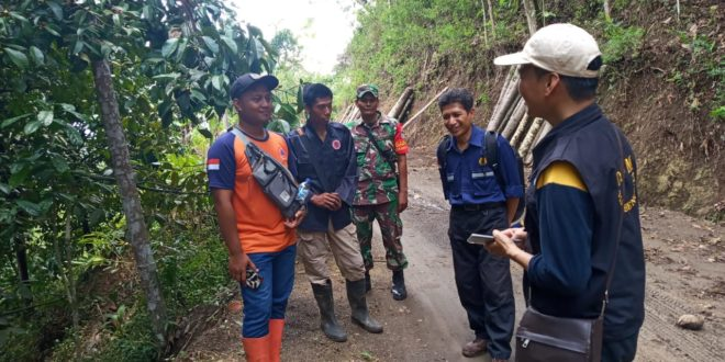 Pasca Pergeseran Tanah Di Puspahiang PVMBG Ambil Sampel Tanah