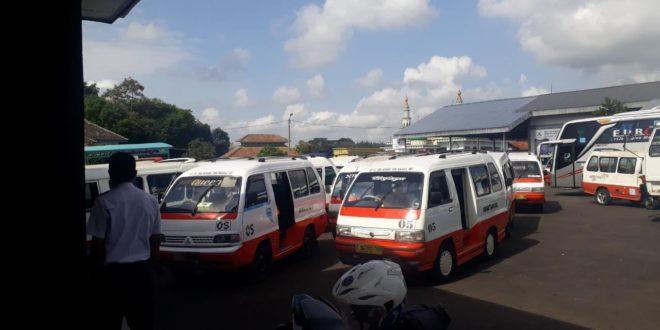 Keberadaan Mobil 'Tayo' Mulai Resahkan Angkutan Kota