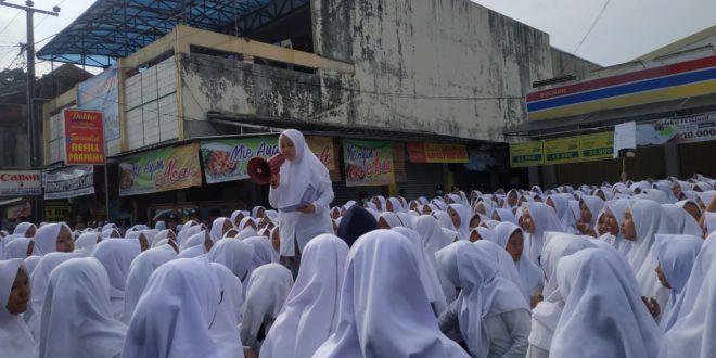Ribuan Santriyah Datangi Indomart Manonjaya