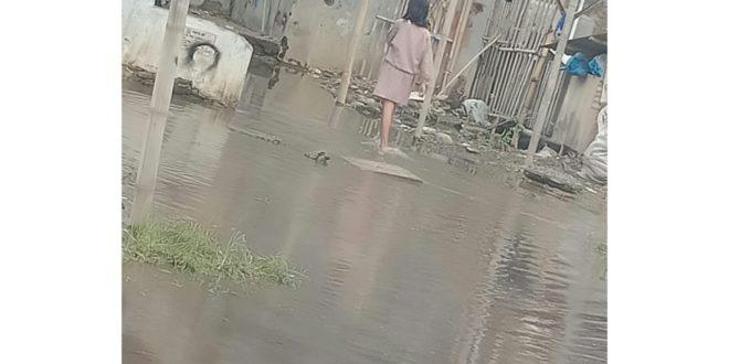 Warga Sambongjaya Keluhkan, Genangan Air Selama Seminggu Tak Kunjung Surut