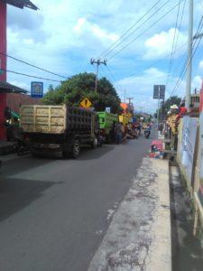 truck yang gruduk Kantor kepala desa Cisayong,sabtu (2/5/2020)