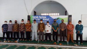 Foto Bersama Penyerahan Akta Ikrar Wakaf dari KUA Kecamatan Tawang Kepada Yayasan Ibnu Siena Mulia, juma't (12/6/2020)