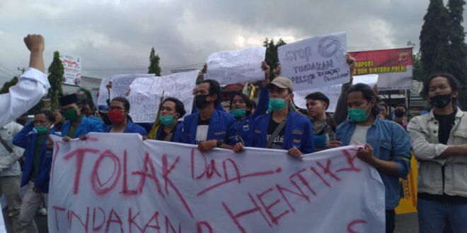 Hut Bhayangkara Ke 74, Di Polres Tasikmalaya Diwarnai Aksi Solidaritas PMII dan KMRT