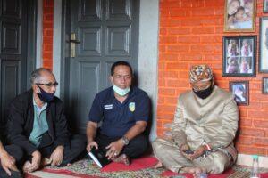 Wagub Jabar Uu Ruzhanul Ulum didampingi H Agus Jamaludin Kabid Perlindungan dan Jaminan Sosial Dinsos Kota Tasikmalaya
