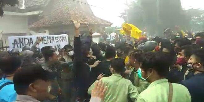 Sempat Bersitegang, Aksi Tolak RUU Omnibus LAW di Tasikmalaya