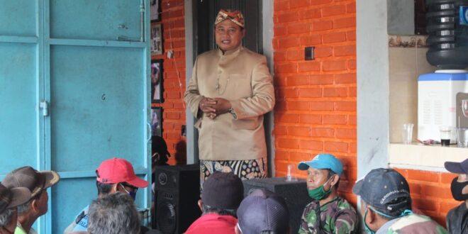 Wagub Jabar Bersilaturahmi Dengan Abang Becak Di Kota Tasikmalaya