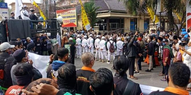 Ketua Forum Mujahid Tasik Pertanyakan Pelimpahan Kasus Denny Siregar ke Polda Jabar