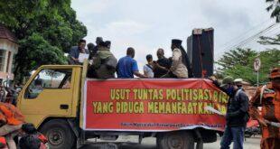 Rapat Pleno Kabupaten Tasikmalaya Diwarnai Aksi