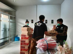 Distribusi Bantuan Kemanusiaan dari Kantor Aksi Cepat Tanggap Tasikmalaya, senin (25/1/2020)